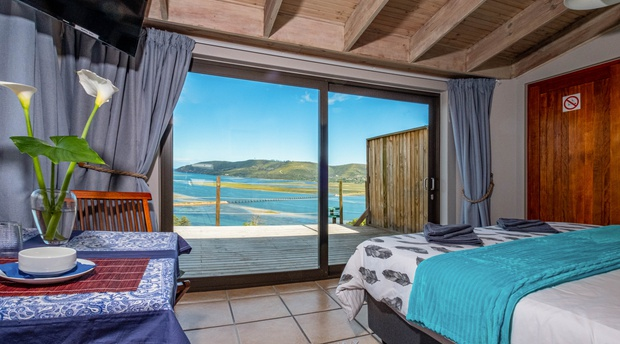 Stunning view over Knysna lagoon, harbor and heads from the extra length king size bed bed
